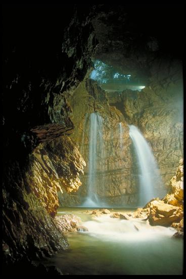 Nel selvaggio sarcidano e barbagia di seulo stata for Quanto costa un uomo in grotta