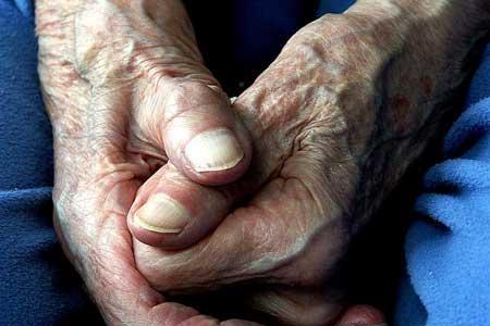 mani vecchia